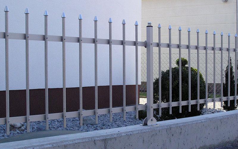 Der edle Metallzaun Carat schützt Ihr Anwesen