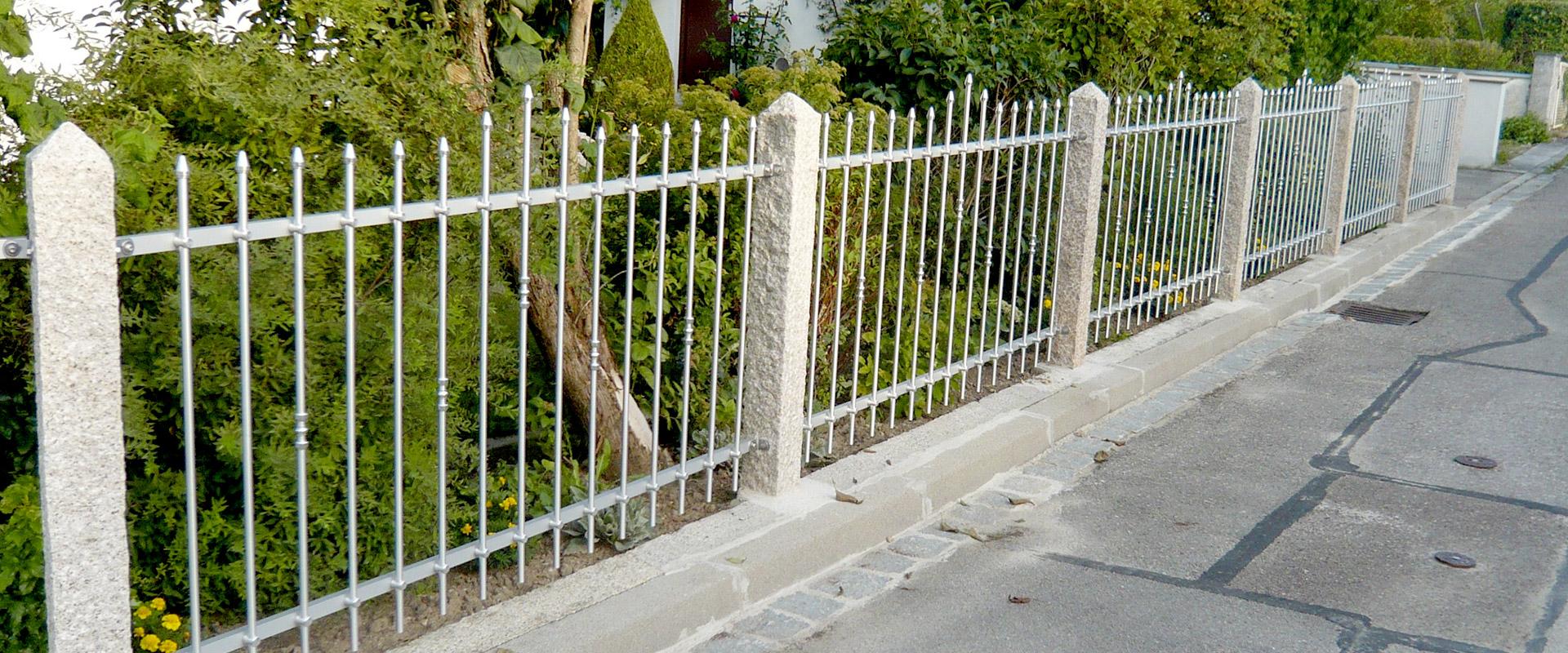 Unglaublich Metallzäune Bilder Ideen Von Zaunfelder Zwischen Granitpfosten Zum Selber Bauen