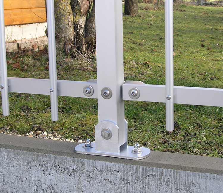 Zaun Montage auf Randstein
