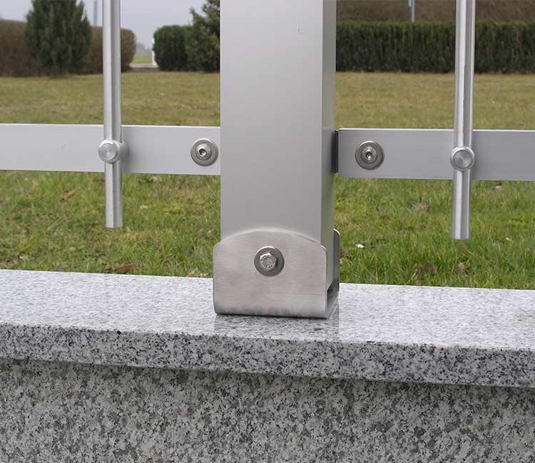 Montagefuß Metall für Zaunpffosten